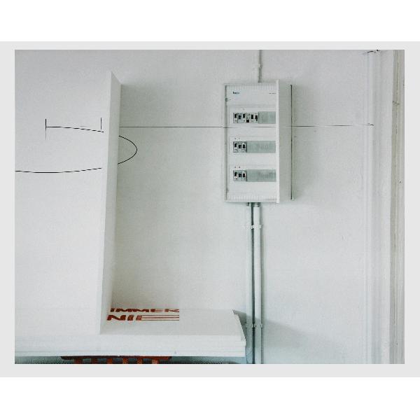 MONIKA BRANDMEIER<br/>immernie #5 (Stromkasten, Wandzeichnung), 2001, c-print 47,5 x 58 cm, ed. 5