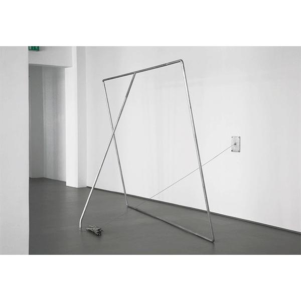 MONIKA BRANDMEIER<br/> Bitte Danke, 2009, verzinkter Stahl, Schrauben, Drahtseil, Zinn, 228 x 320 x 232 cm